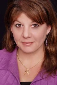 Julie Genovesi Headshot